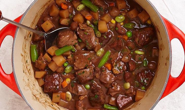 Guisado de Carne com Vinho Tinto e Alecrim