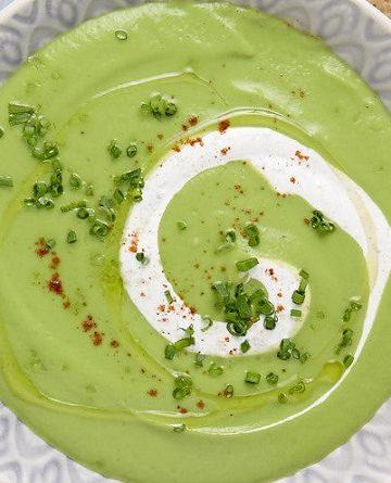 Sopa de ervilha com creme de especiarias